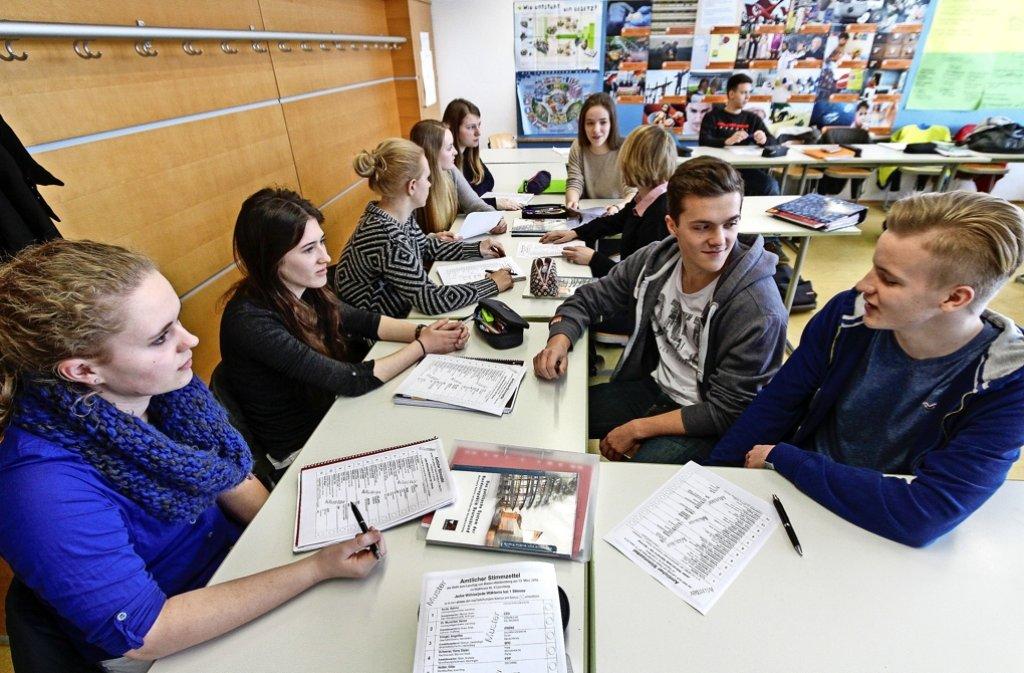Diese Rutesheimer Gymnasiasten lernen noch nach G8. Der älteste G9-Jahrgang ist jetzt in Klassenstufe 7 angekommen. Foto: factum/Bach