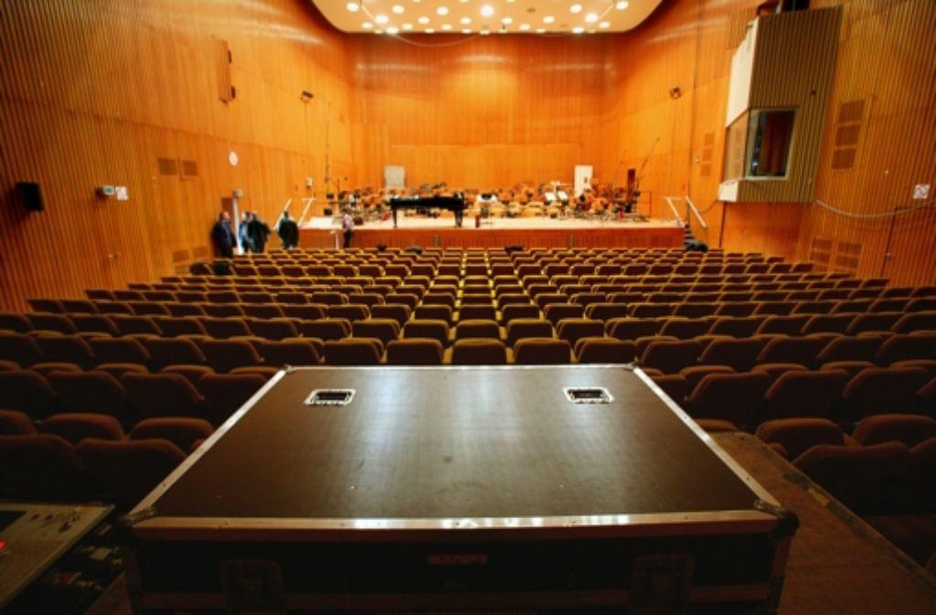 Der Sendesaal in der Villa hat glanzvolle Zeiten gesehen: Der SDR berichtete oft live aus dem Saal und veranstaltete dort große Konzerte. Der Saal steht ebenso wie die Villa selbst unter Denkmalschutz. Foto: Achim Zweygarth