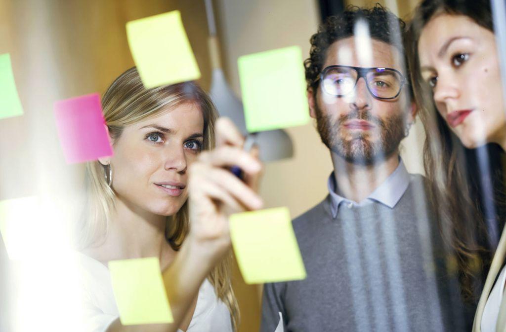 """Der """"Post-it"""" hat weltweit nicht nur Einzug in die Büros gehalten. Foto: imago images/Westend61/Josep Suria via www.imago-images.de"""