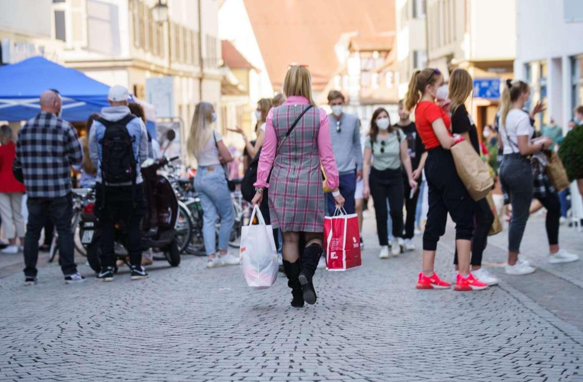 In Tübingen sind derzeit versuchsweise einige Dinge erlaubt, die anderswo nicht gestattet sind. (Archivbild) Foto: dpa/Andreas Arnold
