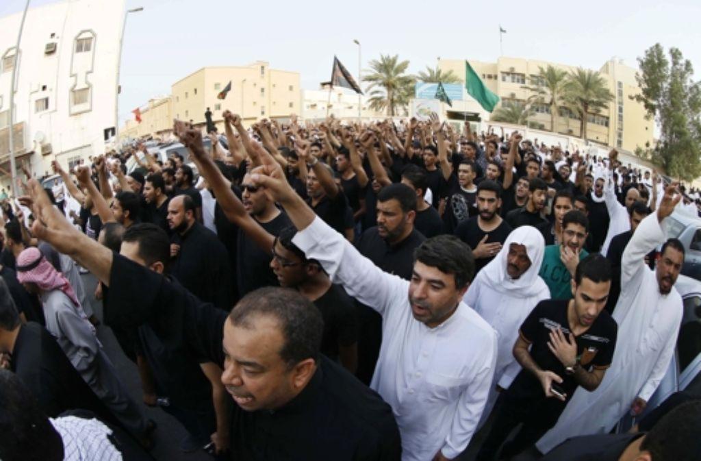 Schiiten in Saudi-Arabien protestieren nach der Hinrichtung ihres geistlichen Führers. Foto: EPA