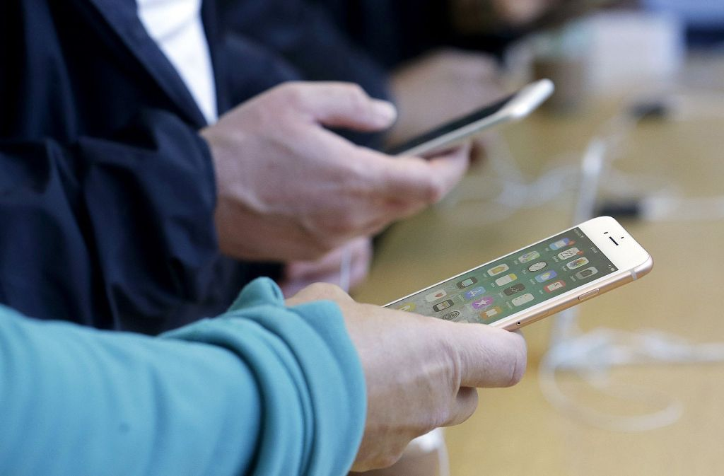 Schluss mit Rauschen und Knacken verspricht das neue iOS-Update. Foto: AP