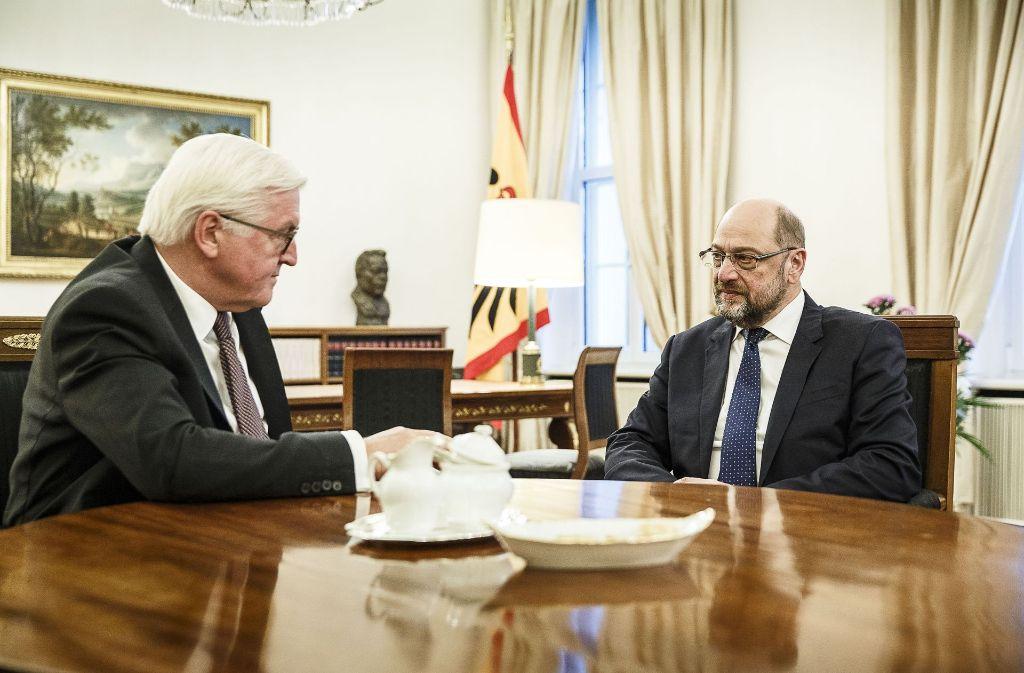 Ernste Gespräche: Bundespräsident Frank-Walter Steinmeier berät mit SPD-Chef Martin Schulz die Lage nach dem Jamaika-Aus. Foto: Bundesregierung
