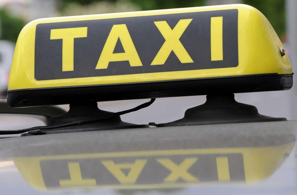 Ein Taxifahrer wurde in Stuttgart-Sillenbuch bedroht. (Symbolbild) Foto: dpa/Franziska Kraufmann