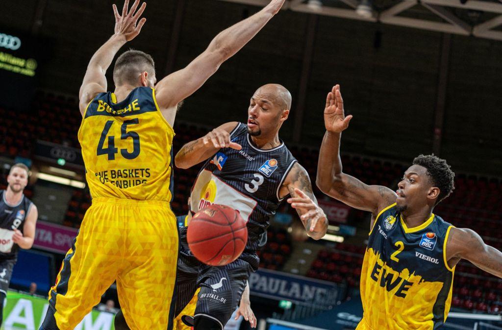 Gegen die EWE Baskets Oldenburg gab es die vierte Niederlage für Crailsheim. Foto: dpa/Ulf Duda