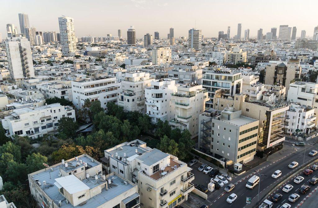 In der Stadt und ihren Vororten waren am Abend Warnsirenen und Explosionen zu hören. (Symbolbild) Foto: dpa-tmn