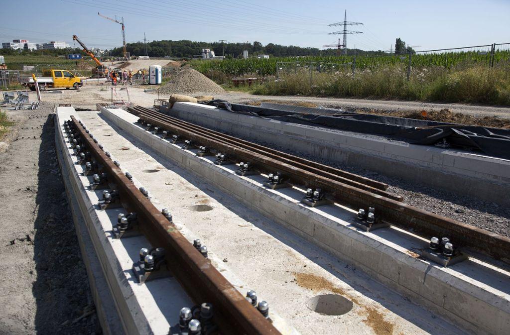 Derzeit wird die Stadtbahnlinie U6 bis zum Flughafen verlängert. Auf dem Schienenstrang könnte zudem auch die neue U17 Passagiere zwischen Vaihingen und dem Airport hin und her transportieren. Foto: