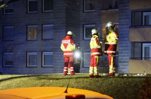 Wohnung brennt aus - Mehrfamilienhaus evakuiert