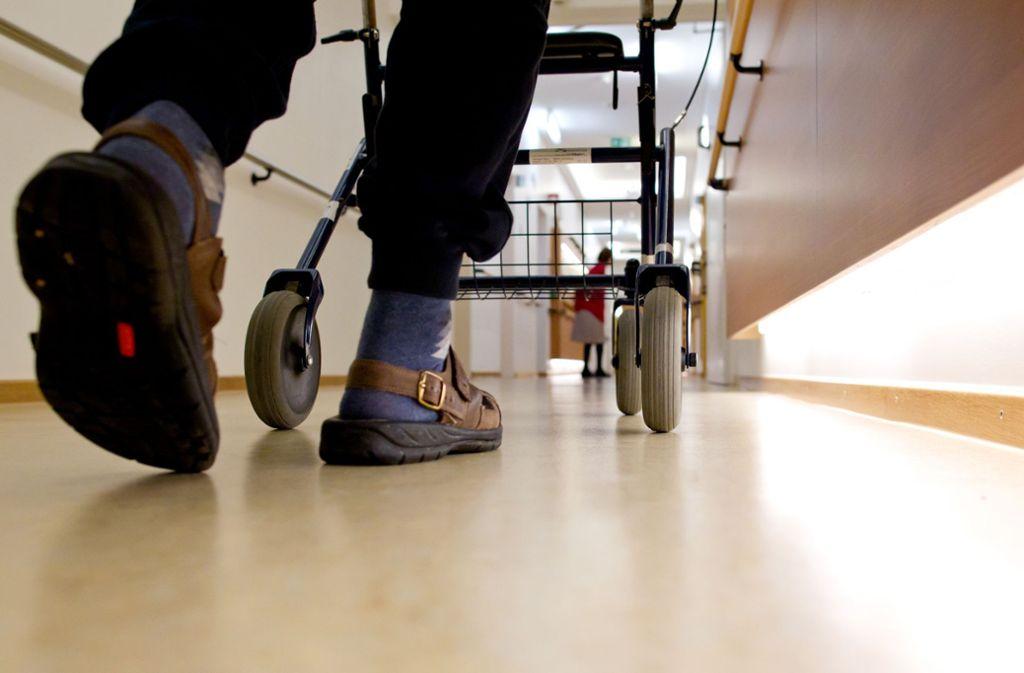 Mangel an Fachpersonal treibt die  Heime  um – was könnte helfen? Foto: dpa