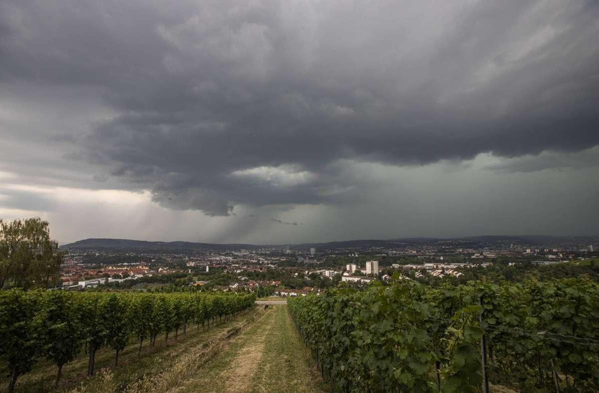 Über Stuttgart brauten sich in den vergangenen Tagen Gewitter zusammen. (Archivbild) Foto: imago images/vmd-images/Simon Adomat via www.imago-images.de