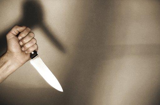 Obdachloser wird mit Filetier-Messer niedergestochen