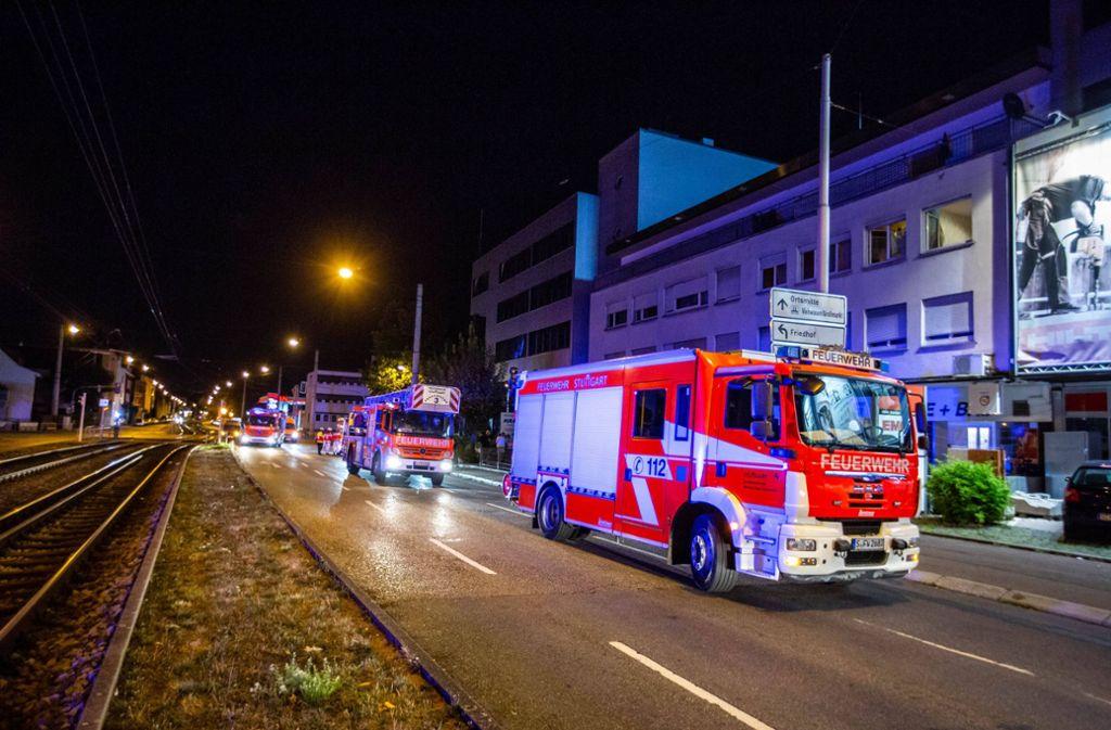 Die Feuerwehr musste zu einem nächtlichen Brand in Stuttgart-Wangen ausrücken. Foto: 7aktuell.de/Simon Adomat