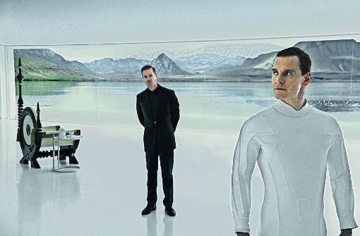 Der Maschinenmensch David (Michael Fassbender, re.) und sein Schöpfer (Guy Pearce) führen einen subtilen Machtkampf. Foto: 20th Century Fox
