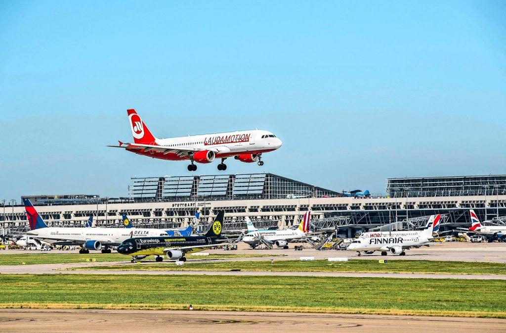 """Die von der Rennfahrer-Legende Niki Lauda gegründete Fluggesellschaft will ihr Geschäft am Flughafen Stuttgart """"nachhaltig"""" entwickeln. Foto: dpa"""