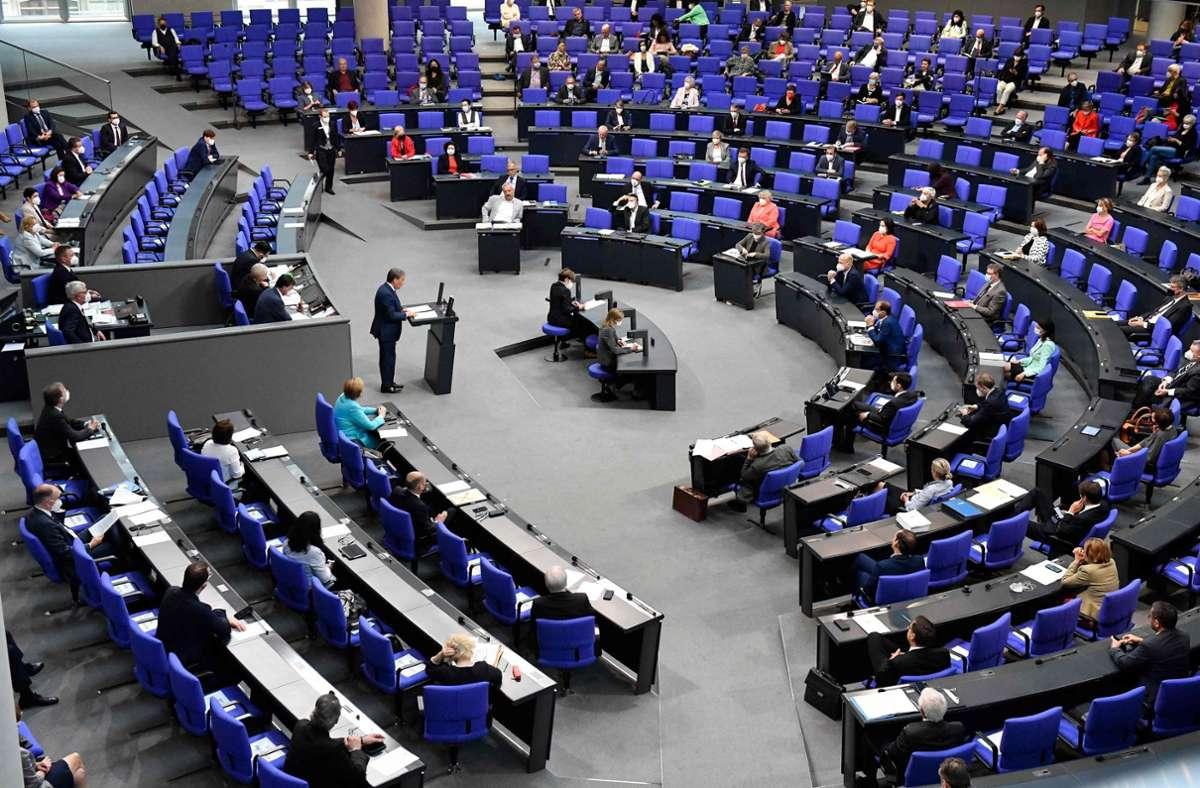 Wir tragen die Beschlüsse des Bundestags zusammen. Foto: AFP/TOBIAS SCHWARZ