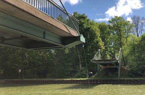 Brücke nach Kollision mit Schiff eingestürzt