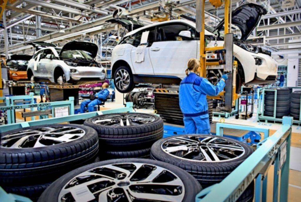 Der Bau von Elektroautos ist für die Hersteller bis jetzt  nicht wirtschaftlich. BMW  beispielsweise hat rund zwei Milliarden Euro in den Elektrowagen  i3 investiert und bis jetzt etwa 30000 Stück verkauft. Der i3 ist der erste in Großserie gefertigte BMW mit E-Antrieb. Foto: dpa
