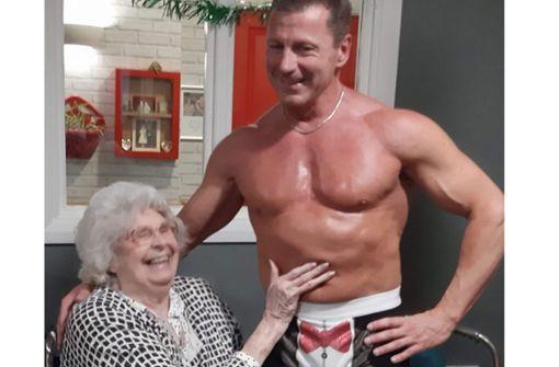 89-Jährige bekommt Striptease als letzten Wunsch erfüllt