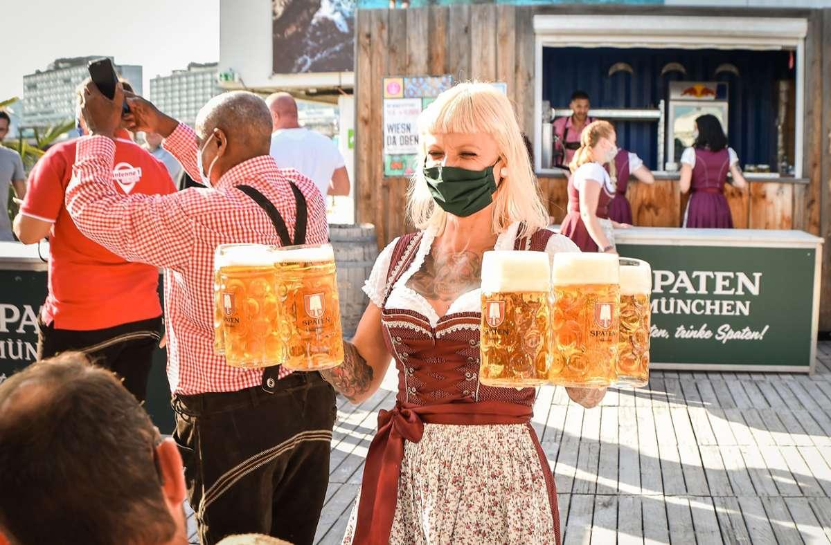 Weil das Cannstatter Volksfest coronabedingt ins Wasser fällt, gibt es in diesem Jahr den Mini-Wasen in einigen Stuttgarter Lokalen. Foto: dpa/Ferdinando Iannone