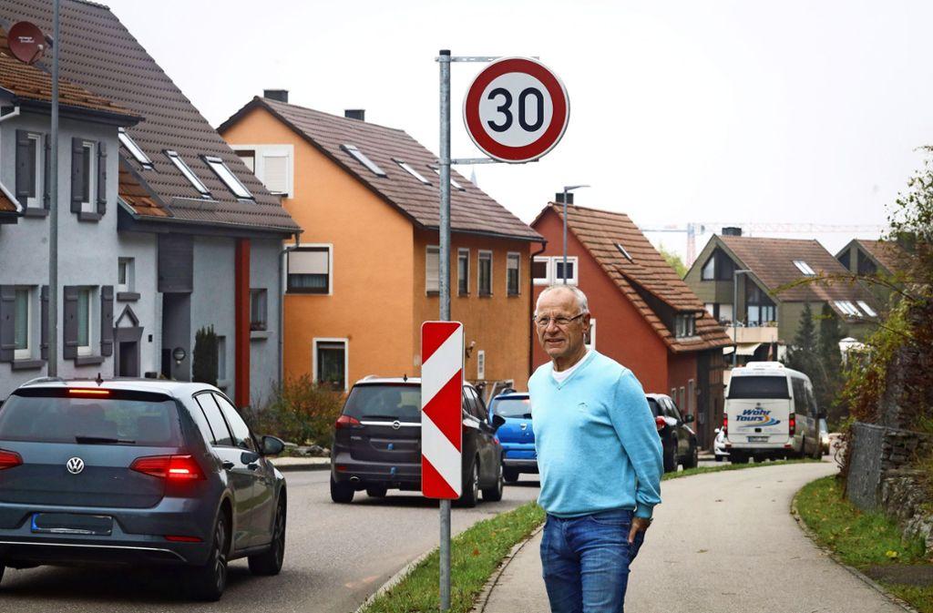 In der Flachter Ortsdurchfahrt muss etwas passieren, findet Anwohner Alois Kraus. Foto: factum/Simon Granville