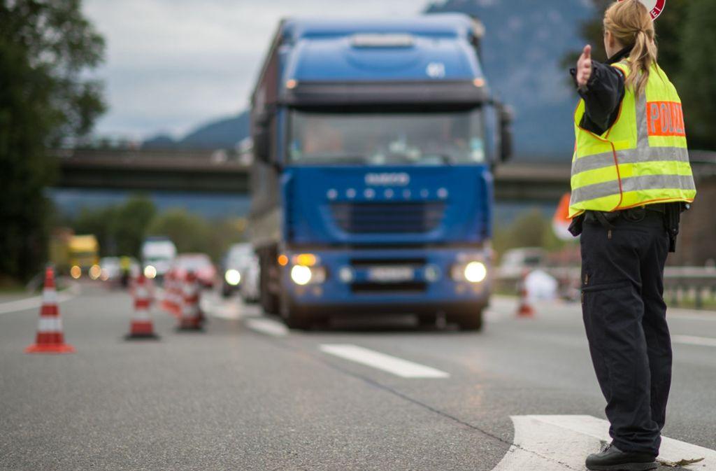 Ein maroder Lkw wurde nach einem Unfall in Ostfildern aus dem Verkehr gezogen. Foto: dpa/Matthias Balk