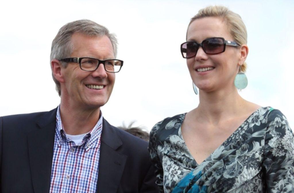 Christian und Bettina Wulff sind nur noch selten gemeinsam in der Öffentlichkeit zu sehen wie hier im Juli auf der Galopprennbahn in Hannover. Foto: dapd