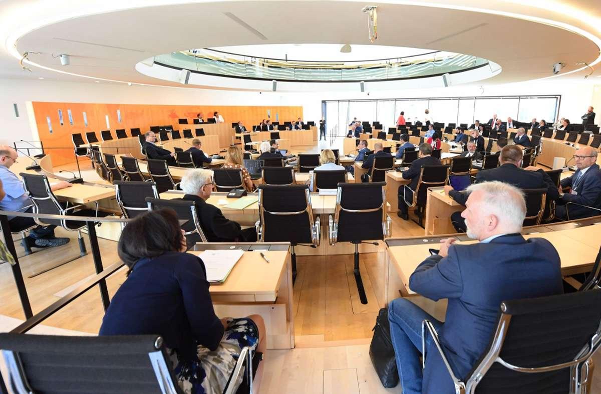 In Hessens Innenausschuss wurden weitere Details zum Fall bekannt. Foto: AFP/ARNE DEDERT
