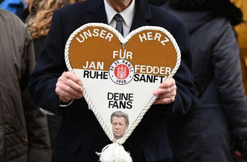 Tausende nehmen Abschied von Jan Fedder