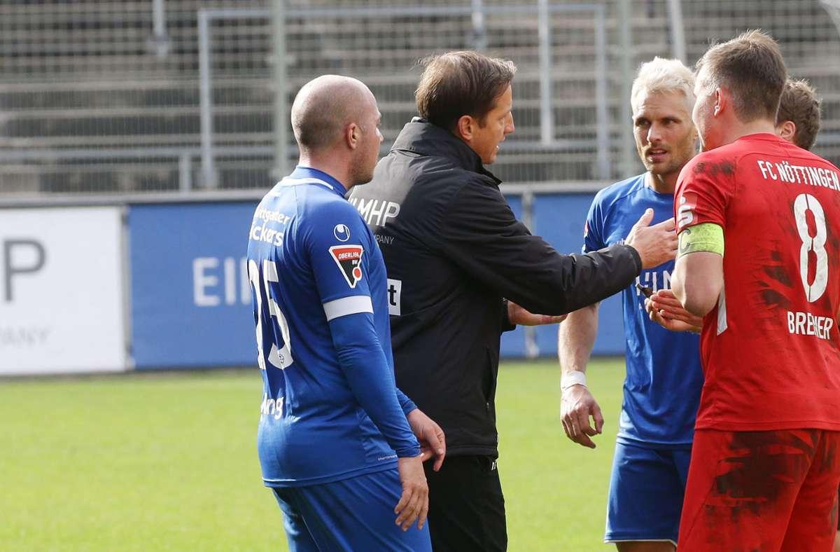 Kickers-Trainer Ramon Gehrmann: Diskussionen mit seinen eigenen Spielern und denen des FC Nöttingen. Foto: Baumann