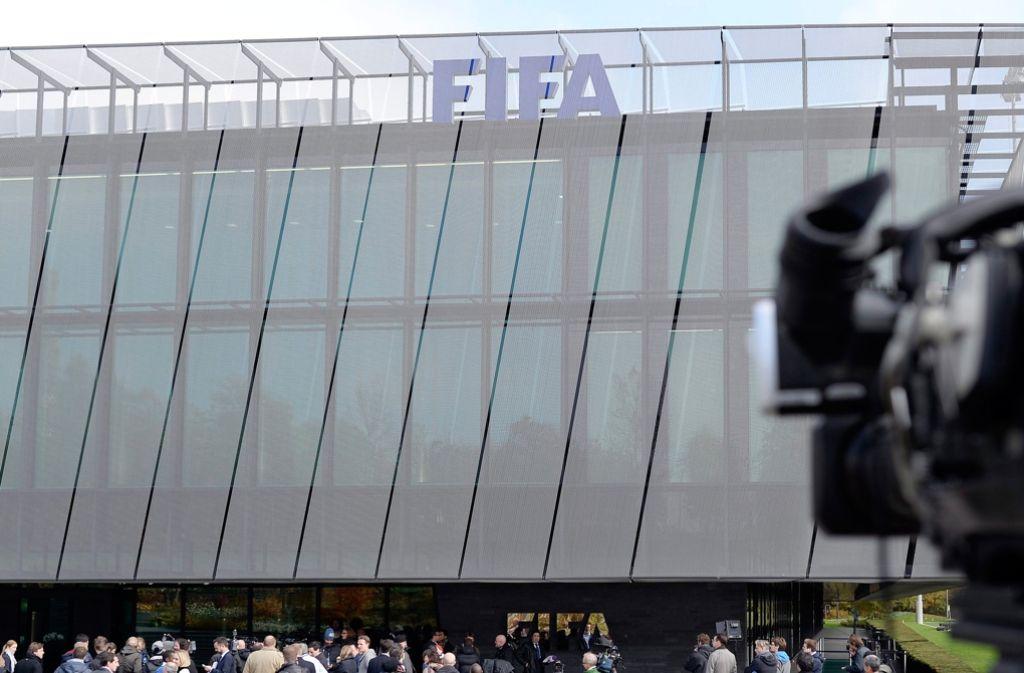 Den Angaben der Fifa-Anwälte zufolge sollen sich Funktionäre um Blatter selbst bereichert haben. Foto: dpa