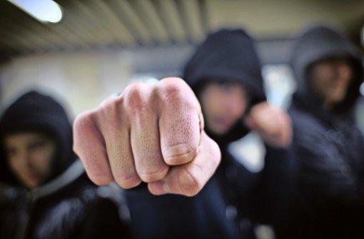 Hat 24-Jähriger mit seiner Gang  zwei Brüder verprügelt?