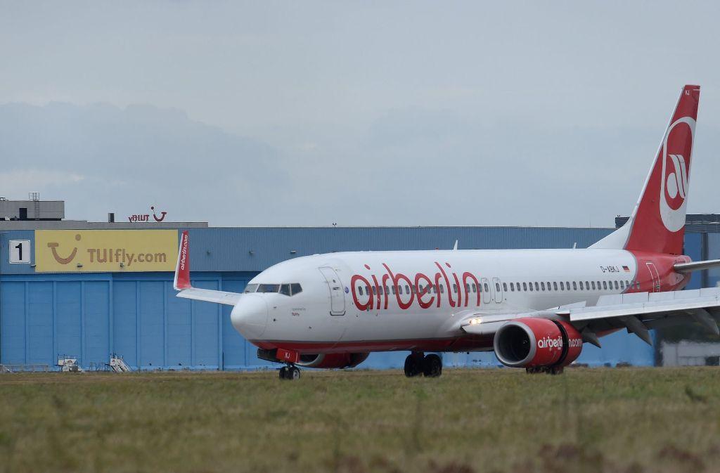 Die Lufthansa will ingesamt 38 Passagierflugzeuge inklusive Besatzung von Airberlin leasen. Foto: dpa