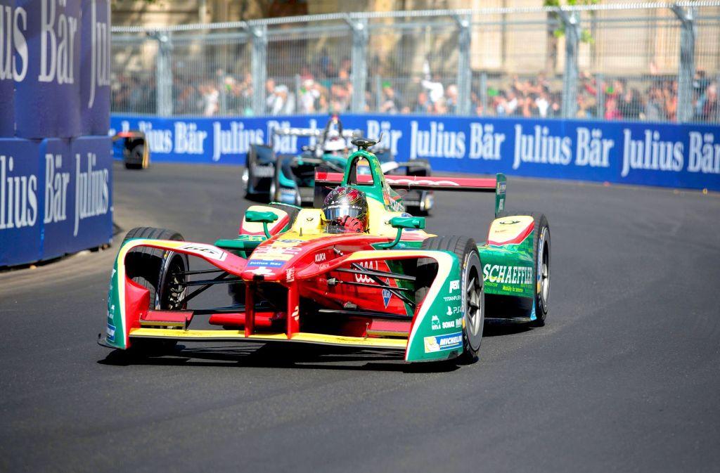 Die Rennautos der Formel E sehen futuristisch aus und müssen sich nicht hinter der Formel 1 verstecken: Die Beschleunigung von 0 auf 100 km/h Foto: AFP