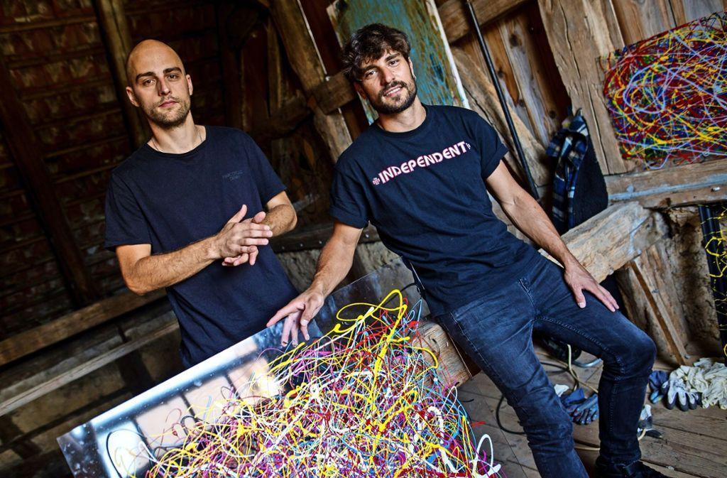 Benjamin Nolle (links) und Severin Specht  sind die Kids of Adelaide. Sie leben und arbeiten in einem alten Bauernhaus. Into the less   (Cargo Records) Foto: Lichtgut/Christoph Schmidt