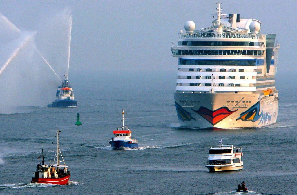 Weltmarktführer Carnival will seine Kreuzfahrtschiffe künftig mit Flüssiggas fahren lassen. Foto: dpa-Zentralbild