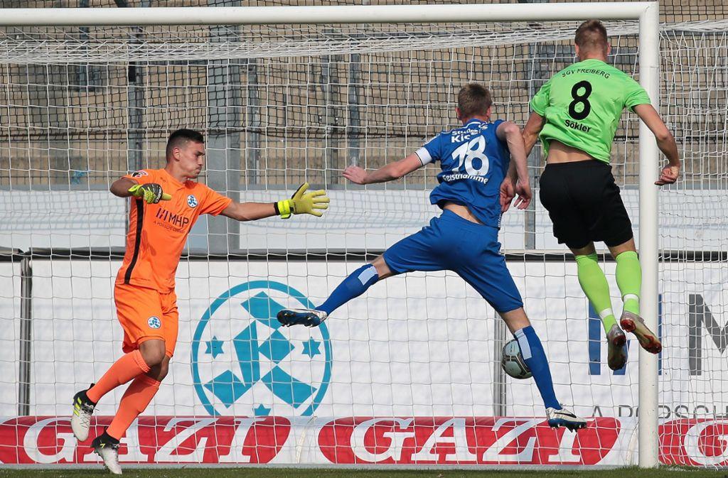 Gegen den SGV Freiberg gab es für die Blauen zuletzt eine Heimniederlage – gegen Spitzenreiter FC Villingen wollen die Kickers-Profis die Wiedergutmachung. Foto: Baumann