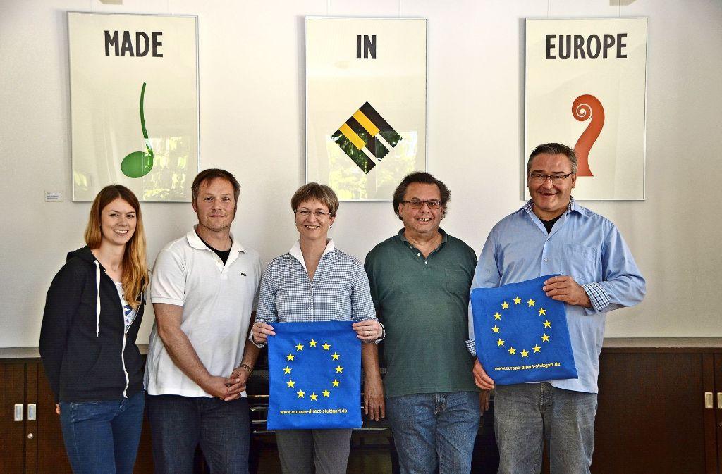 Made in Europe ist für die Initiatoren der neuen Projekte ein Qualitätsmerkmal. Das Bild zeigt  (v.l.): Ramona Gmelin, Wolfram Rieder, Christine Weiler, Joachim Spohn von der Musikschule und Nils Bunjes vom Europa-Zentrum. Foto: Fatma Tetik