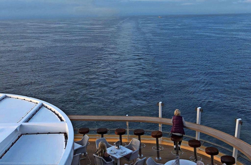 """Die Auswahl an Kreuzfahrtschiffen ist groß. Orientierung bietet das Handbuch """"Berlitz Cruise Guide"""". Foto: Hamann"""