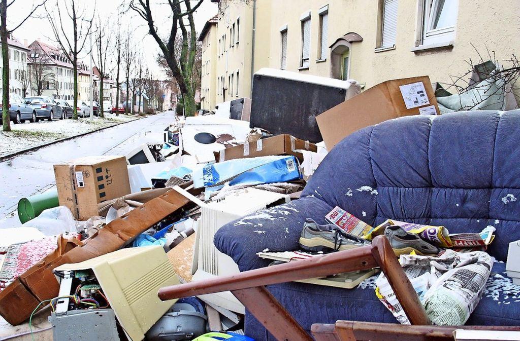 Auf die gefälschte Sperrmüllankündigung sind laut AWS einige Bürger hereingefallen. Sie müssen ihren Müll nun  selbst wieder beseitigen. Foto: Archiv Bernd Zeyer
