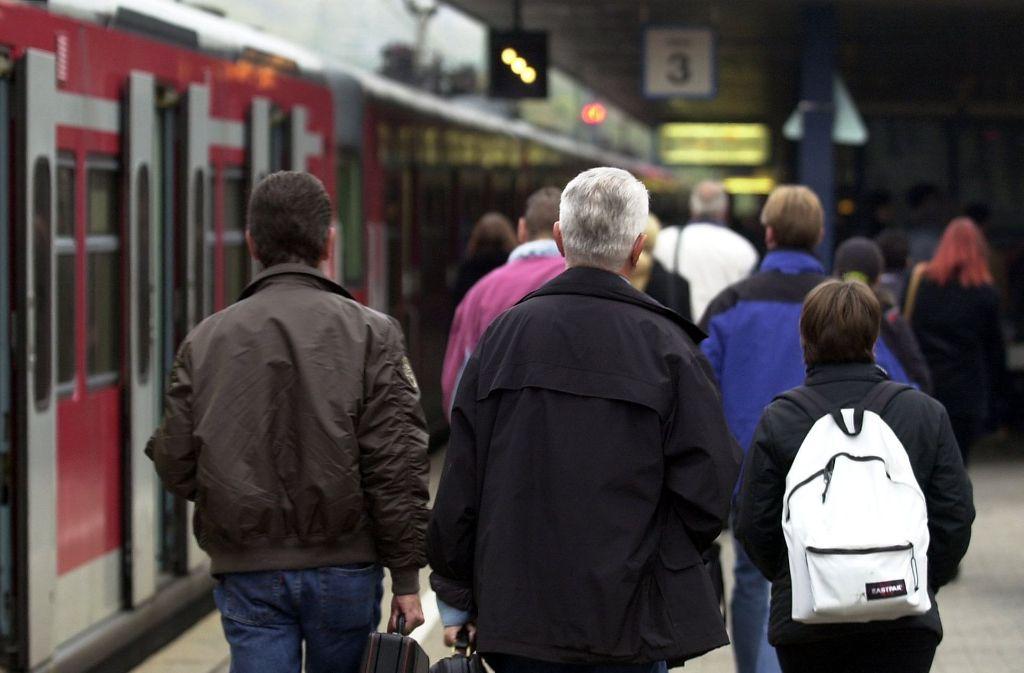 Am Dienstagmorgen war die S-Bahn zwischen Bad Cannstatt und dem Stuttgarter Hauptbahnhof völlig überfüllt (Symbolbild). Foto: dpa