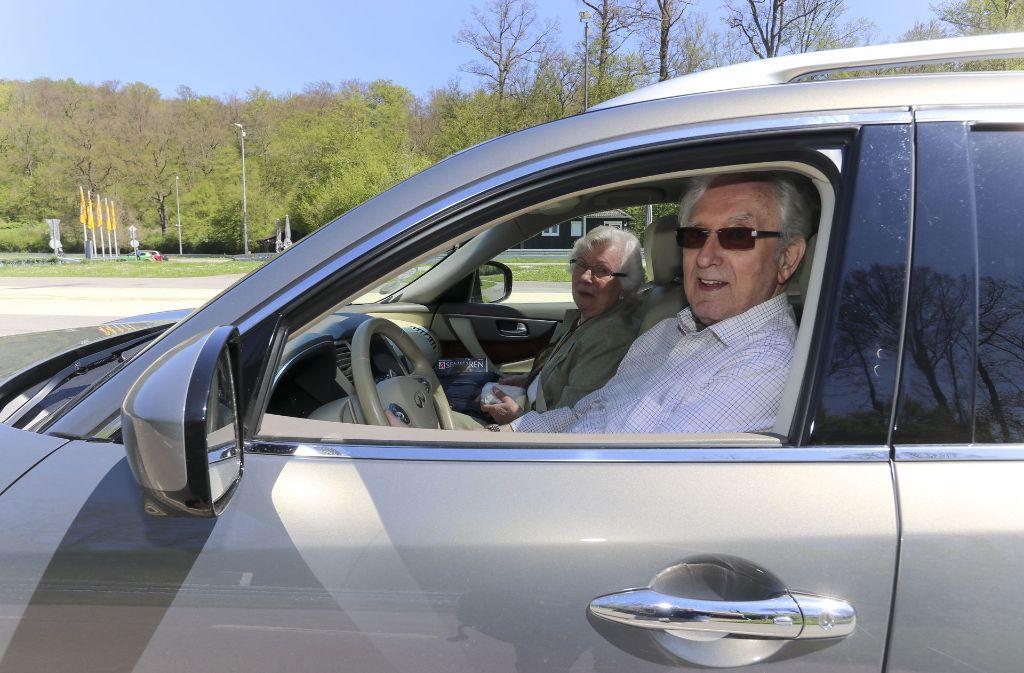 85 Jahre alt und noch immer sicher unterwegs: Dieter Weihrauch und seine Beifahrerin, Ehefrau Henny Foto: factum/Granville