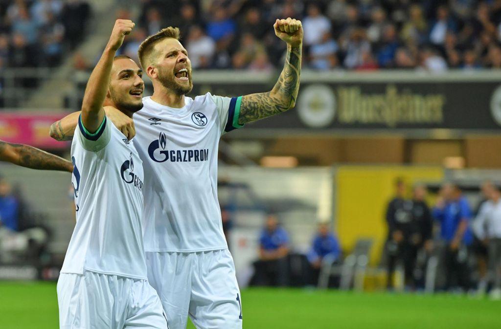 Am Ende haben die Schalker allen Grund zu feiern. Foto: Bongarts/Getty Images/Thomas F. Starke