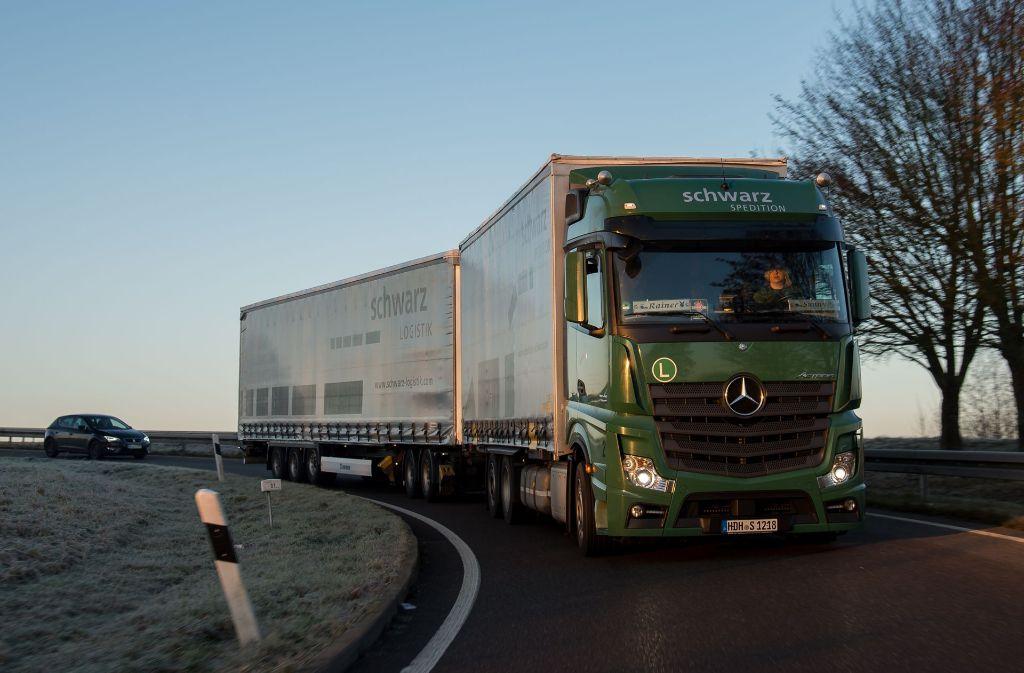 Künftig werden noch mehr Lang-Lkw unterwegs sein. Foto: dpa