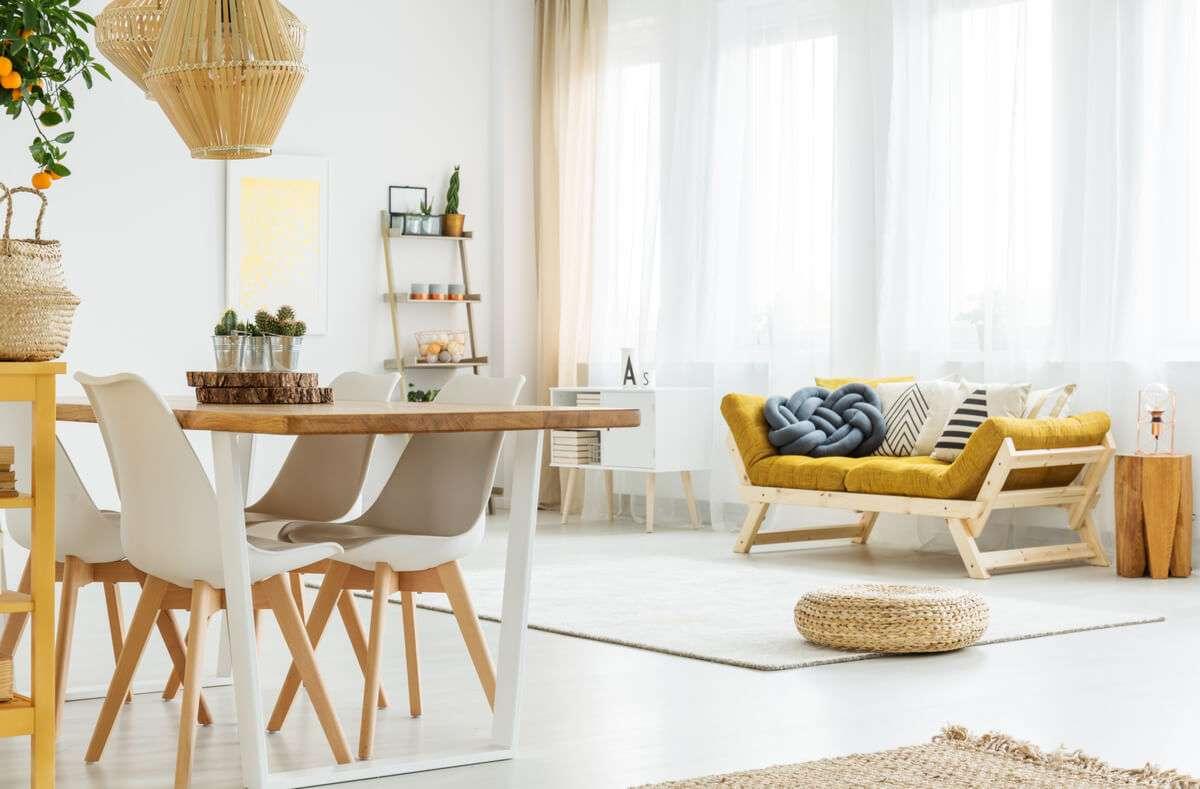 Wir zeigen Ihnen 21 Tipps, wie Sie einfach, schnell und vor allem stressfrei Ihre Wohnung ausmisten und entrümpeln. Foto: Photographee.eu / Shutterstock.com