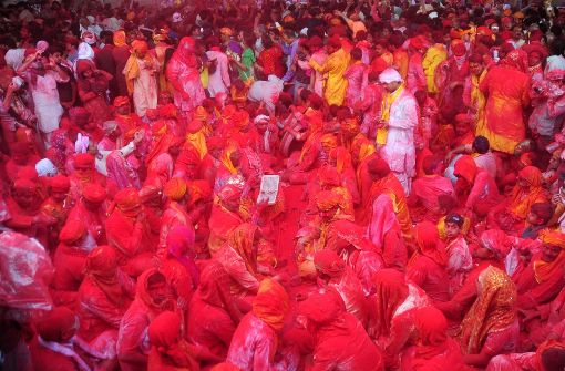Indien feiert farbenfroh in den Frühling