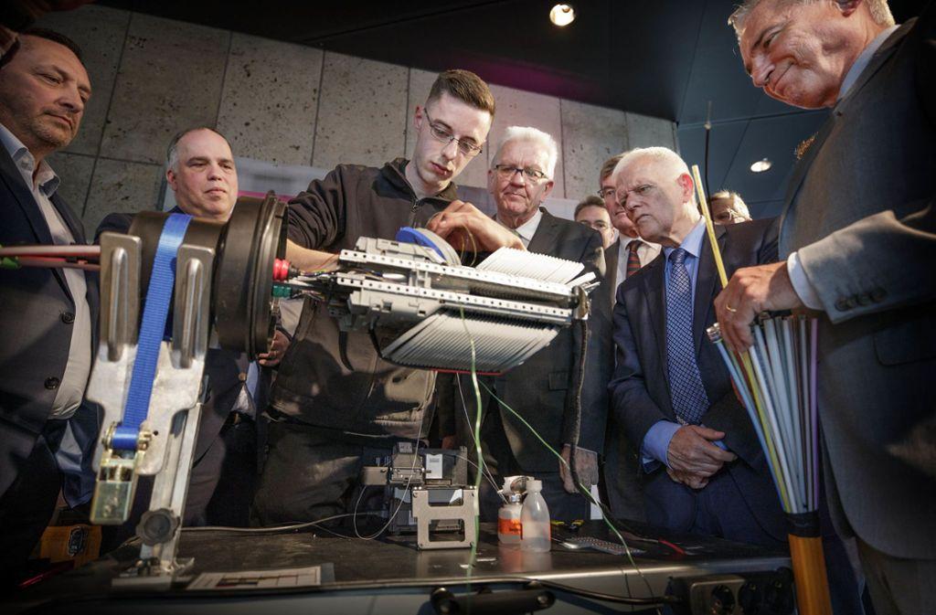 Demonstration für die Prominenz: Glasfasertechnologie Foto: