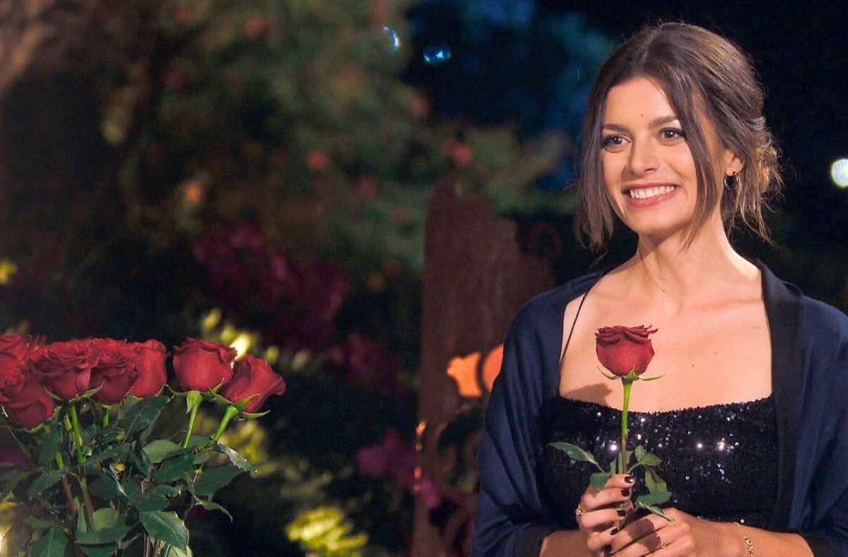 Bei der Rosenvergabe hatte Maxime Herbord die Qual der Wahl. Foto: RTL/TVNOW