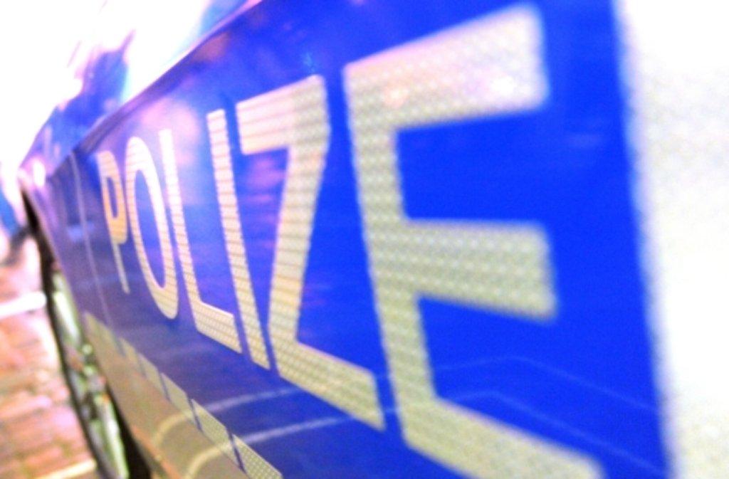 Warum der Mann zwischen Lkw und Rampe trat, ist laut Polizei noch unklar. Foto: dpa