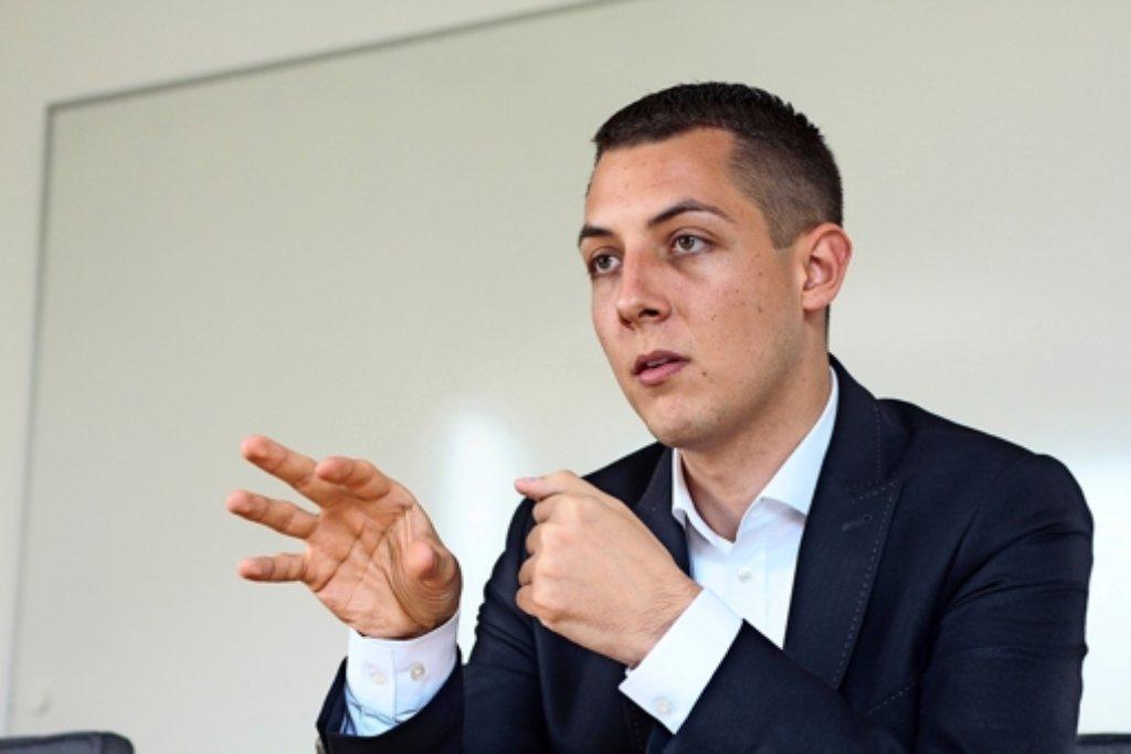 Daniel Töpfer kandidiert am 13. Juli als Bürgermeister in Weissach – und will  die Konflikte moderieren. Foto: factum/Granville