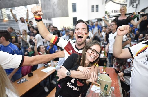 Stuttgarter feiern historischen Sieg gegen Italien